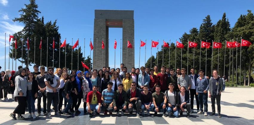 Meslek Yüksekokulumuz 1. Kültür ve Kariyer Günleri Kapsamında Çanakkale Şehitliğine Gezi Düzenledi.
