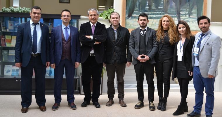 """""""Abbas GÜÇLÜ ile Eğitime Genç Bakış"""" Konulu Bir Konferans Düzenlendi."""