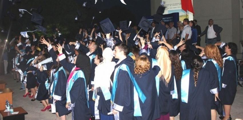 Bayramiç MYO'da mezuniyet coşkusu