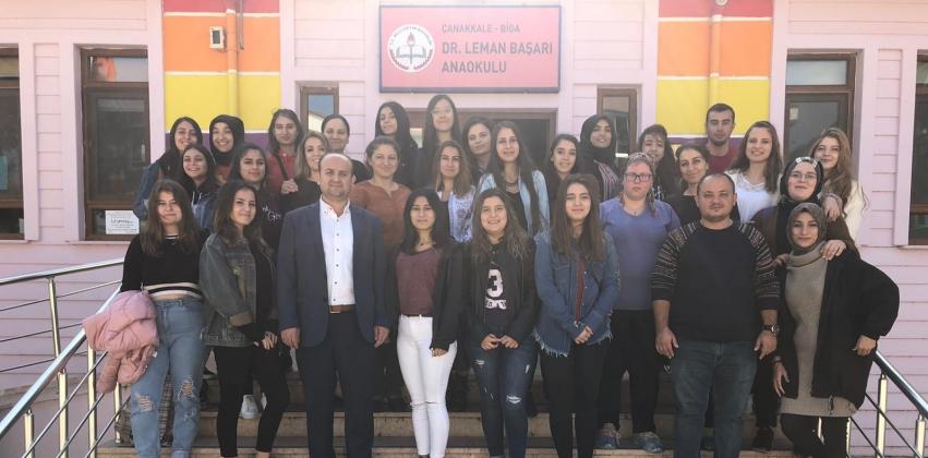 Çocuk Gelişimi Bölümü Öğrencilerinden Anaokuluna ve Çanakkale Kahramanı Bigalı Mehmet Çavuş'a Ziyaret