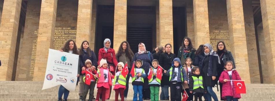 ÇABAÇAM Ailesi 23 Nisan Ulusal Egemenlik ve Çocuk Bayramı'nı kendilerine armağan eden Atatürk'ü, Anıtkabir'de ziyaret ederek kutladılar.