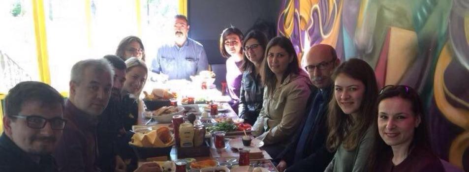 Eğitim Yönetimi tezli yüksek lisans öğrencileri kahvaltıda buluştu / 23.04.2017