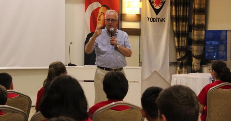 """Dekanımız Prof.Dr. Salih Zeki GENÇ """"TÜBİTAK 2018 Sihirli Dünyalara Açılan Kapılar ve Bilime Yolculuk Yaz Bilim Kampı""""na Katıldı"""
