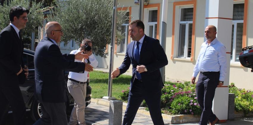 ÇOMÜ Rektörü Sayın Prof. Dr. Sedat Murat, Ezine Belediye Başkanı Sayın Güray Yüksel'i Ziyaret Etti