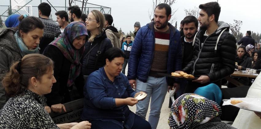 AKP İlçe Kadın Kolları lokma ikramında bulundu.