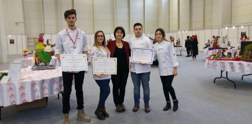 Meslek Yüksekokulumuz öğrencileri altın madalya ile döndüler.