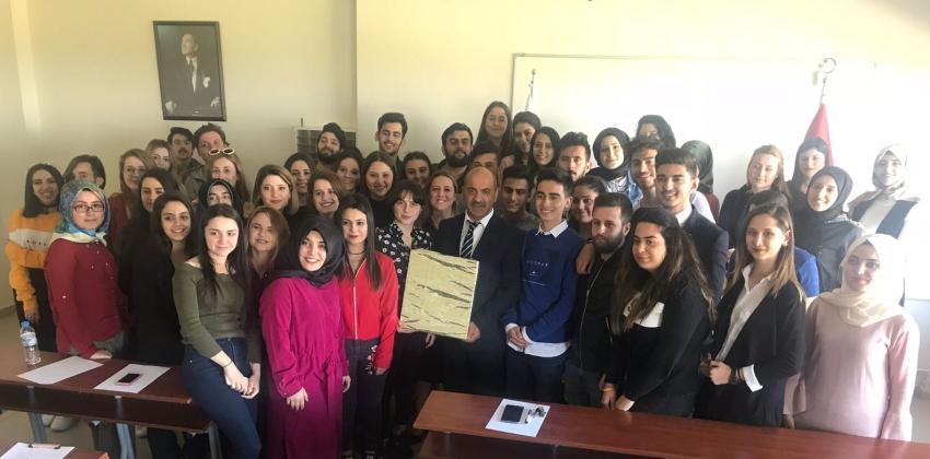 Kaymakam Hakan KILINÇKAYA Gelibolu Piri Reis Meslek Yüksekokulu İnsan Kaynakları Yönetimi Programı Öğrencileri İle Bir Araya Geldi