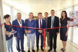 Güzel Sanatlar Fakültesi Mezuniyet Sergisi Sanat Severlerin Yoğun İlgisi Eşliğinde Açıldı