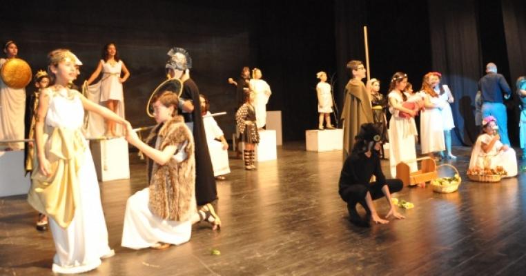 ´TROYA´YI DÜŞLÜYORUM´ Müzikli Tiyatro Oyunu sahnelendi