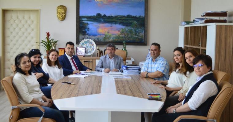 Güzel Sanatlar Fakültesi 02.05.2018 tarihinde Dekan V. Prof. Dr. Dinçay KÖKSAL başkanlığında  Fakülte Kurulu toplantısını gerçekleştirdi.