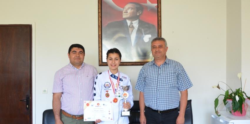 GUBY'li Öğrenciden Altın Madalya