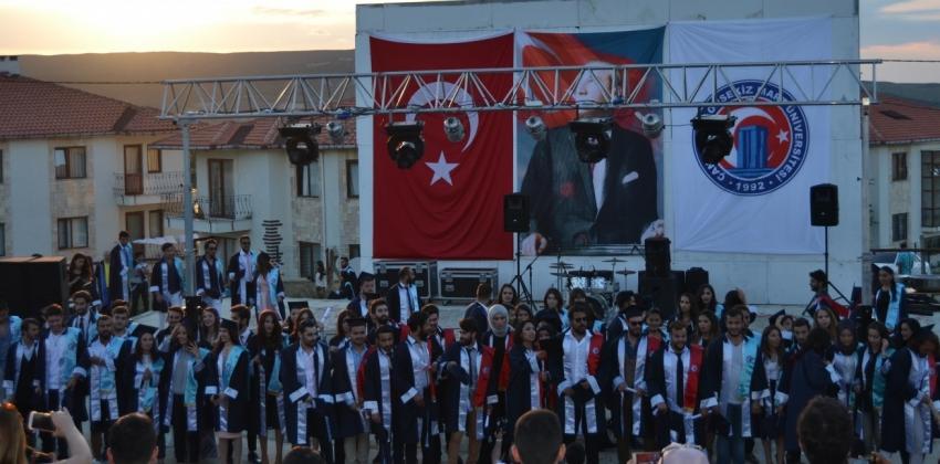 Gökçeada Uygulamalı Bilimler Yüksekokulu 2016-2017 Akademik Yılı Mezuniyet Töreni Gerçekleştirildi.