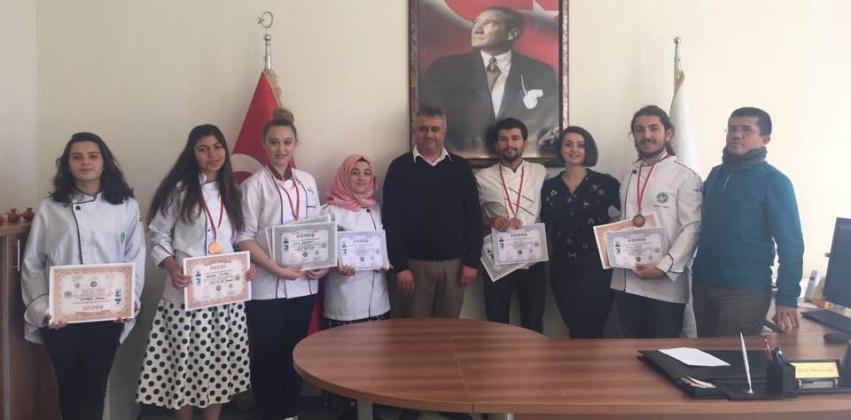 Çanakkale 2. Ulusal Aşçılar ve Pastacılar Şampiyonası'nda GUBY Öğrencilerinden Büyük Başarı