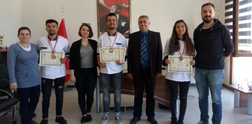 Gökçeada UBY Öğrencileri Aşçılar ve Pastacılar Şampiyonasından Altın Madalya İle Döndüler