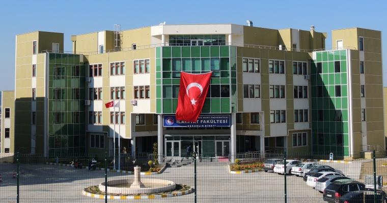 Onsekiz Mart Üniversitesi İlâhiyât Fakültesi (Dekanlık Girişi)