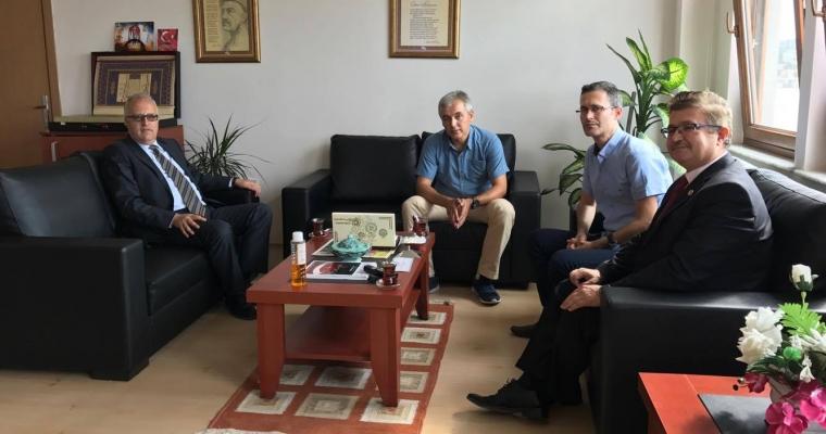 Eğitim Fak. Dekanı Prof.Dr. S. Zeki GENÇ ve Yrd.Doç. Adil ÇORUK, Dekanımızı Ziyaret Etti