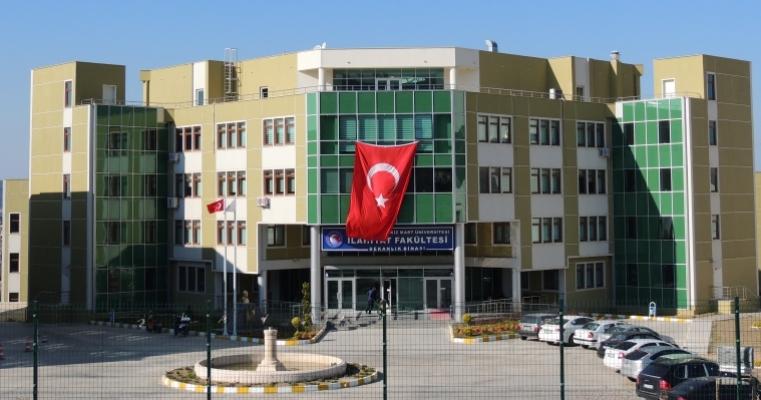 Çanakkale Onsekiz Mart Üniversitesi (Dekanlık Girişi)