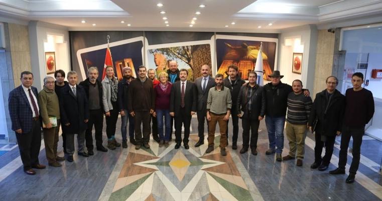 """Çanakkale Valiliği himayelerinde, İl Kültür ve Turizm Müdürlüğünce başlatılan """"Kültür Rotaları"""" projesinin ekibi Vali Orhan TAVLI'yı ziyaret etti."""