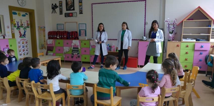 Ebelik bölümü 4. Sınıf öğrencileri Toplum Ebeliği dersi kapsamında Dr. Öğr. Üyesi Seda CANGÖL SÖGÜT'ÜN danışmanlığında kreşlerde eğitimler verdiler.