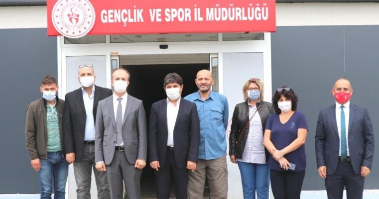 Spor Bilimleri Fakültesi Dekanlığı'ndan Gençlik ve Spor İl Müdürüne Hayırlı Olsun Ziyareti Gerçekleştirildi.