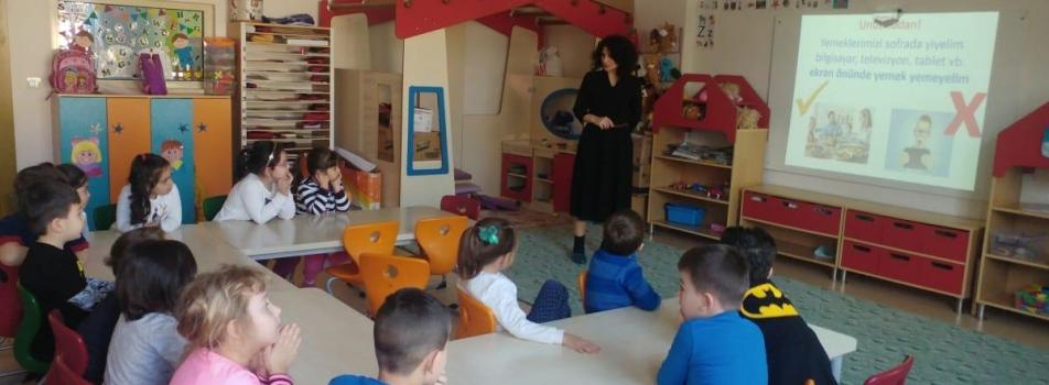 Araştırma Merkez Müdürümüz Doç. Dr. Günay ESKİCİ tarafından ÇOMÜ çocuklar Ev'inde Okul Öncesi Çocuklara Sağlıklı Beslenme eğitimi verildi.