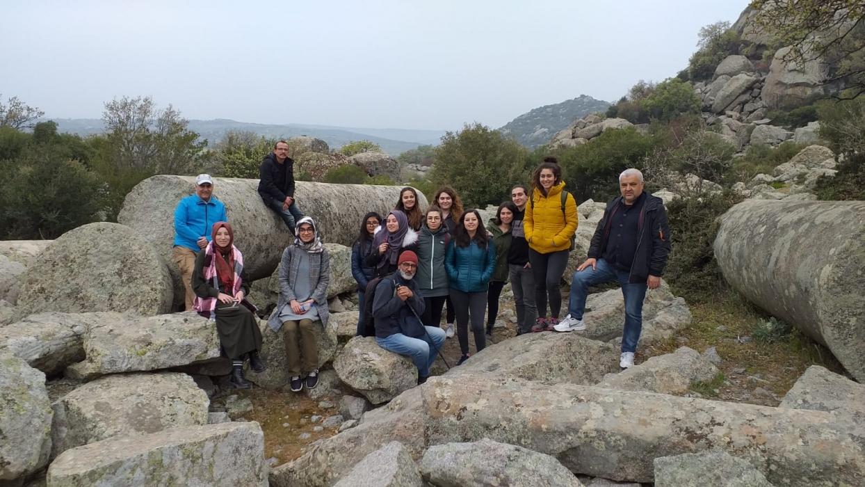 fakultemiz-ogrencileri-jeoloji-ve-tarih-gezisinde