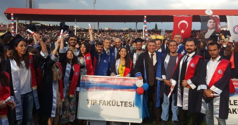 (ÇOMÜ) 2017-2018 Akademik Yılı Mezuniyet Töreni Çanakkale 18 Mart Stadyumu'nda gerçekleştirildi.
