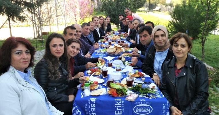 Fakülte Sekreteri Serap Yahşi için veda kahvaltısı düzenlendi
