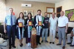 Ziraat Fakültesi Dönem Birincisinin Fakülte Kütüğüne Plaket Çakma Töreni Yapıldı