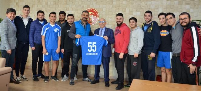 Antalya Bilim Üniversitesi Hentbol Takımından Rektör Prof. Dr. Sedat Murat'a Ziyaret