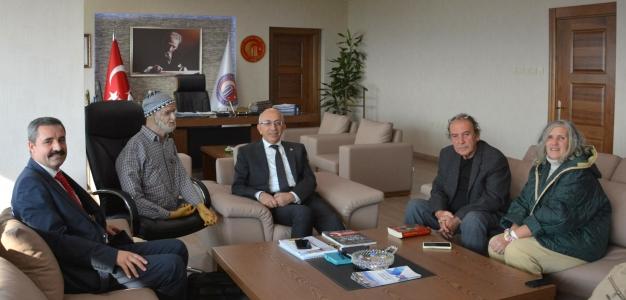 Kıbrıs Gazisi Gazeteci Cahit Önder'den Rektör Prof. Dr. Sedat Murat'a Ziyaret