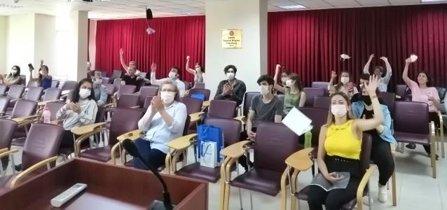 ÇOMÜ Siyasal Bilgiler Fakültesi'nin Mezuniyet Töreni Online Yapıldı