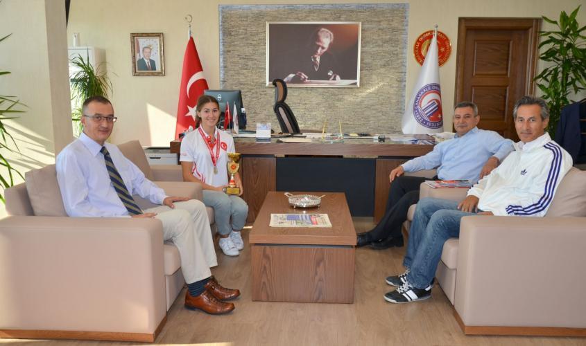 BESYO'nun Şampiyon Öğrencisi Buse Aygün'den, Rektör Prof. Dr. Yücel Acer'e Ziyaret