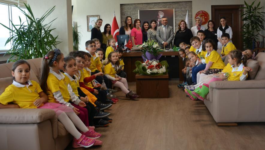 Çocuklar Evi Öğrencilerinden Rektör Acer'e Öğretmenler Günü Ziyareti