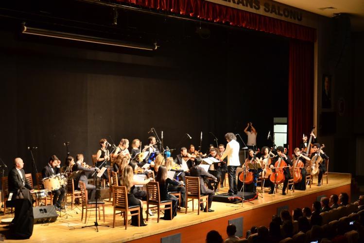 ÇOMÜ Akademik Oda Orkestrası Yeni Yıla Merhaba Konseri Verdi