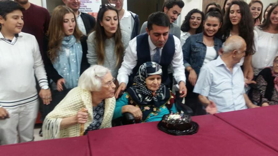 HİT Huzurevinde Yaşlıların Doğum Gününü Kutladı