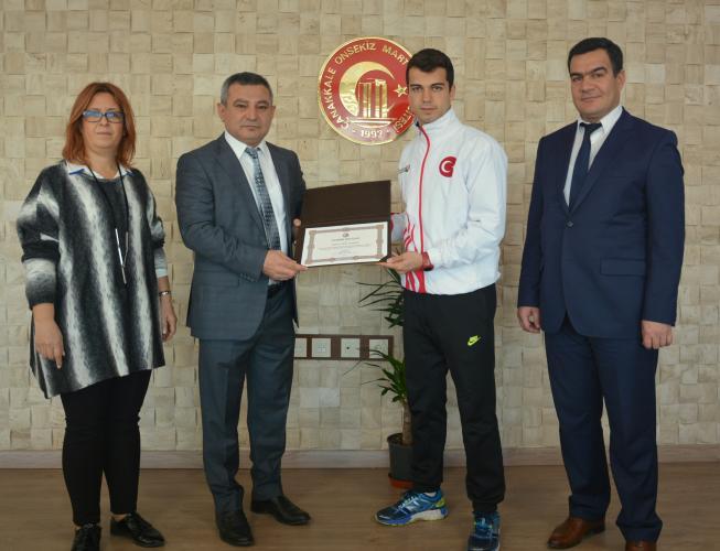 Kick Boks Şampiyonundan Rektör Prof. Dr. Yücel Acer'e Ziyaret