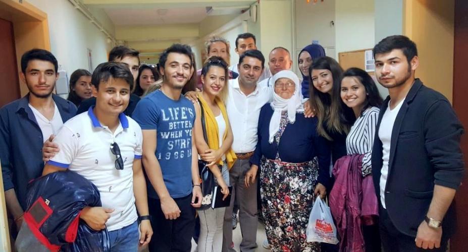 Öğrencilerden Hastalara Moral Ziyareti