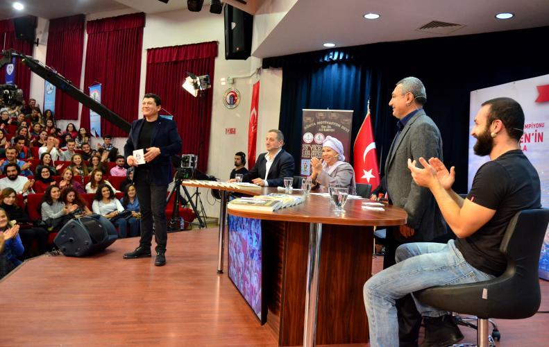 Rektör Prof. Dr. Yücel Acer, Kampüs Show'ta Öğrencilerle Buluştu