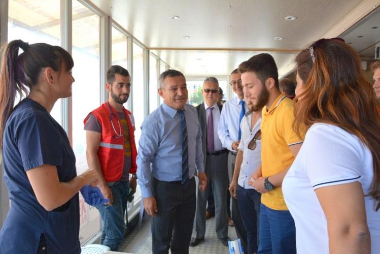 Rektör Prof. Dr. Yücel Acer Kızılay Gezici Tırına Ziyarette Bulundu