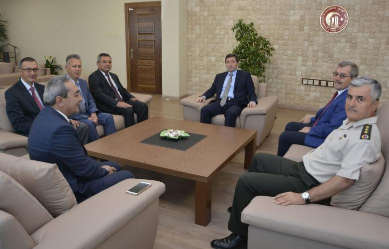 Vali Orhan Tavlı, ÇOMÜ Rektörü Prof. Dr. Yücel Acer'i Makamında Ziyaret Etti