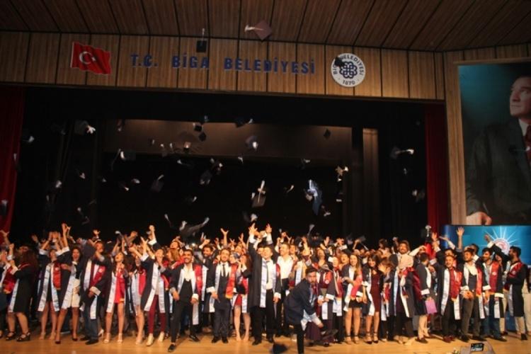 Biga MYO Mezuniyet Töreni Gerçekleştirildi