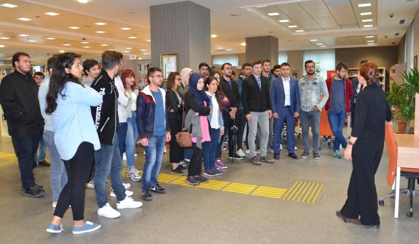 ÇOMÜ'lü Öğrenciler, 15 Temmuz Şehitlerini Kütüphanede Ziyaret Ettiler