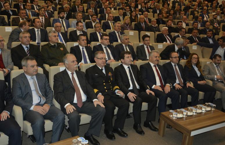 ÇOMÜ Rektörü ve Yardımcıları , Ulaştırma Bakanı Arslan'ın STK'larla Bir Araya Geldiği Toplantıya Katıldı