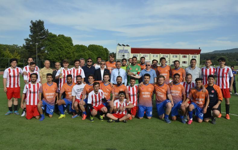 ÇOMÜ Spor 17 Futbol Turnuvasının Ödül Töreni Gerçekleştirildi