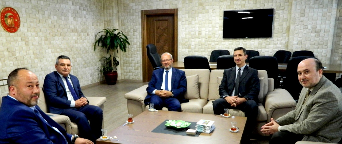 Diyanet İşleri Başkanlığı Daire Başkanı Rektör Acer'i Makamında Ziyaret Etti