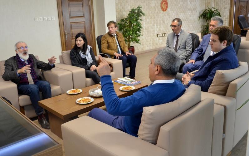 Gazeteci Yazar Dr. Süleyman Gündüz Rektör Prof. Dr. Yücel Acer'i Makamında Ziyaret Etti