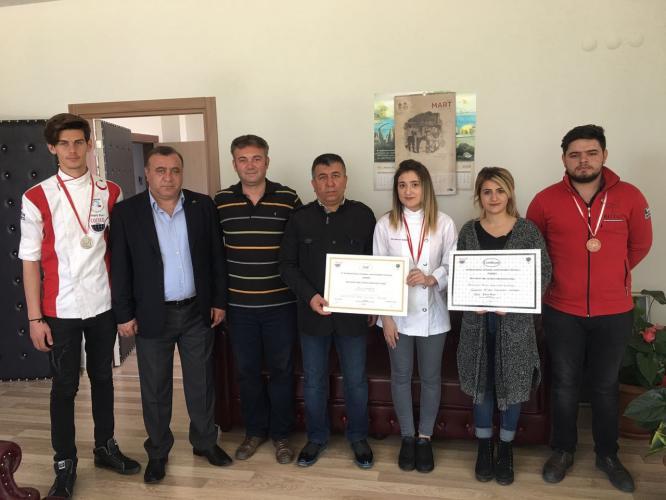 Gelibolu MYO Öğrencisi Sevdanur, Gastronomi Festivali'nde Altın Madalya Kazandı