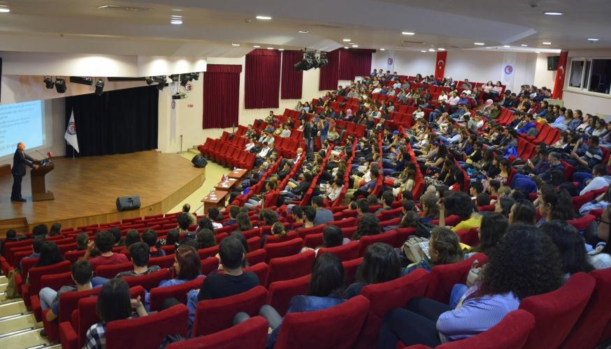 Gençlik ve Geleceğimiz Konulu Konferans Gerçekleştirildi