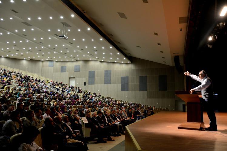 İnanmak, Bilmek ve Düşünmek: İslam Felsefe – Bilim Açısından Bir Çözümleme Konferansı Gerçekleştirildi